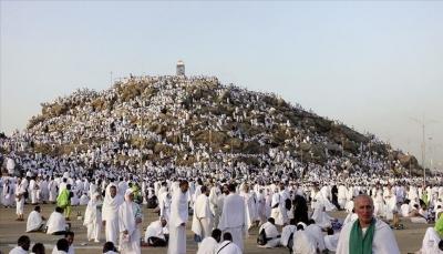 توافد الحجاج إلى جبل عرفات لأداء الركن الأعظم