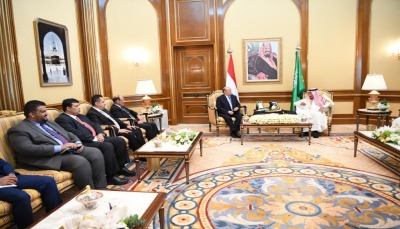 لأول مرة عقب أحداث عدن.. الرئيس هادي ونائبة ورئيس الحكومة يظهرون في لقاء مع الملك سلمان
