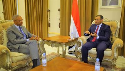 وزارة الخارجية تتسلّم خطاب اعتماد ممثل برنامج الغذاء العالمي في اليمن