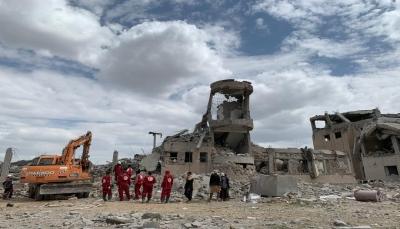 """أمهات المختطفين تحمل الحوثيين والتحالف مسؤولية استهداف سجن """"ذمار"""""""