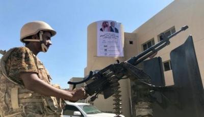 """وزير بالحكومة الشرعية مهدداً: سنعود إلى عدن """"قريباً"""" بالسلم او بالقوة"""