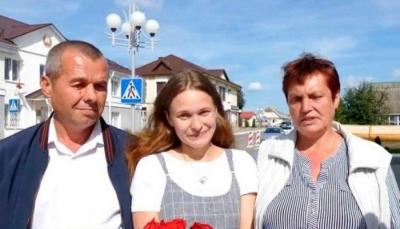 شابة تعثر على والدَيها بعد 20 عاماً من فقدانها في محطة قطار