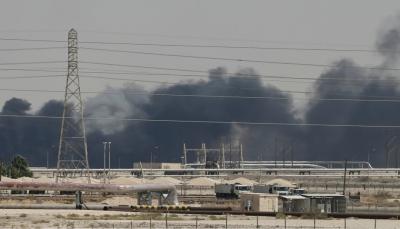 """نصف إنتاج السعودية معطَّل بسبب هجوم """"أرامكو"""" وترامب يعلن التعاون مع الرياض"""