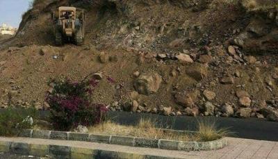 إب.. مسؤولون حوثيون يستولون على أراضٍ للدولة غرب المدينة