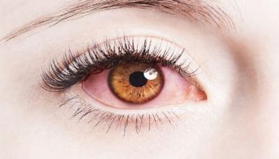 كيف تحمي عينيك من ضرر استخدام الهواتف الذكية؟