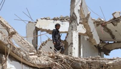 الغارديان: الفوضى داخل الحكومة اليمنية ونزاعها مع الإمارات عقد البحث عن حل للأزمة اليمنية