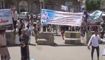 تعز: العشرات يتظاهرون احتجاجا على الإفراج عن متهمين بمقتل جندي