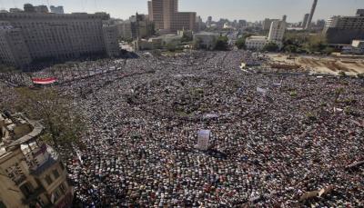 مصر: السيسي يحشد أنصاره والمعارضة تدعو للانتفاضة، والجيش يراقب