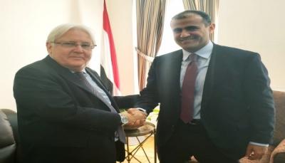 """وزير الخارجية يلتقي """"غريفيت"""" ويحذر من إفشال الحوثيين لاتفاق الحديدة"""