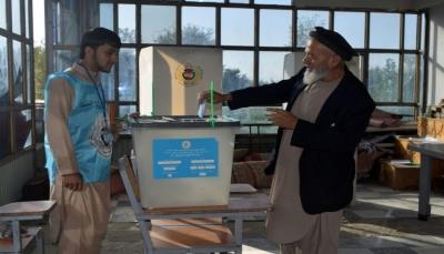 الأفغان يدلون بأصواتهم في انتخابات رئاسية محفوفة بالمخاطر