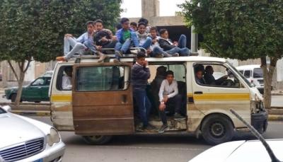 أزمة مشتقات نفطية تخنق المواطنين في صنعاء.. من المتسبب في ذلك؟ (تقرير خاص)