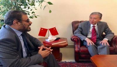 """""""باصرة"""" يستعرض مع السفير الصيني انتهاكات الحوثيين بحق أعضاء البرلمان"""