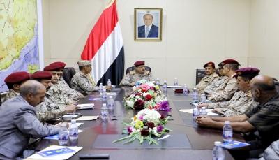 """قيادات الجيش بعدن تنتقل للعمل من مأرب ووزير الدفاع يعتبرهم """"إضافة نوعية"""""""