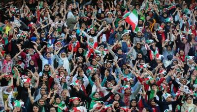 بالصور.. المشجعات الإيرانيات في ملاعب كرة القدم بعد غياب 40سنة