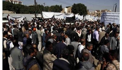 الحوثيون يجبرون طلاب جامعة صنعاء للمشاركة في وقفة احتجاجية أمام مبنى الأمم المتحدة