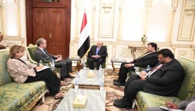"""الرئيس هادي يبحث مع السفير الفرنسي استئناف تصدير الغاز وعودة نشاط """"توتال"""""""