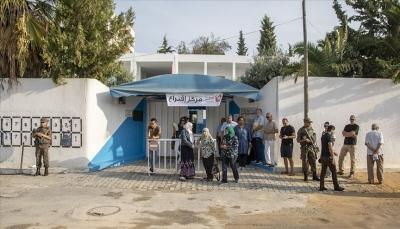 التونسيون يتوجهون لمراكز الاقتراع في جولة الرئاسيات الثانية