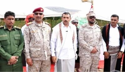 السعودية تُسلّم محافظ سقطرى الدفعة الثانية من المعدات العسكرية