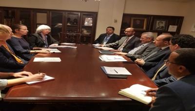 الحكومة تُبدي استعدادها فتح مكتب للوكالة الأمريكية للتنمية في عدن