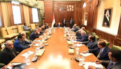 صحيفة: هادي يستدعي قيادات الشرعية للتشاور حول الحكومة المرتقبة