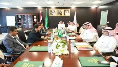 عشية توقيع الاتفاق.. سفير السعودية يناقش مع قائد الحماية الرئاسية ترتيبات عودة قواته إلى عدن