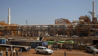 صحيفة فرنسية: الإمارات تدير سجناً في منشأة بلحاف الغازية بمحافظة شبوة