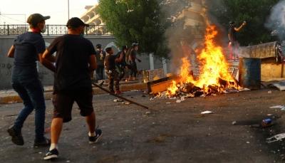 العراق: الشرطة تقتحم ساحتين لاعتصام المتظاهرين وتقطع الإنترنت في بغداد ومدن أخرى