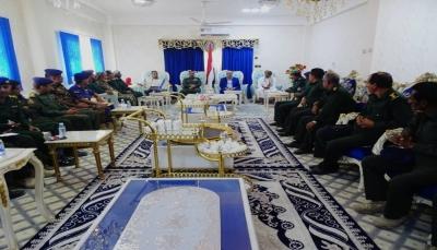 الميسري يشدد على رفع الجاهزية واليقضة الأمنية في منافذ محافظة المهرة
