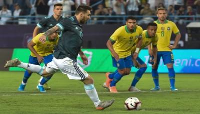 ميسي يحسم السوبر كلاسيكو لصالح الأرجنتين في الرياض