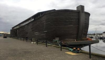 """طولها 70متر.. """"سفينة نوح"""" ترسو في بريطانيا للمرة الأولى"""
