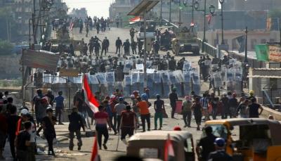 العراق: المتظاهرون يتقدمون باتجاه جسر حيوي وسط بغداد بعد تراجع القوات الأمنية