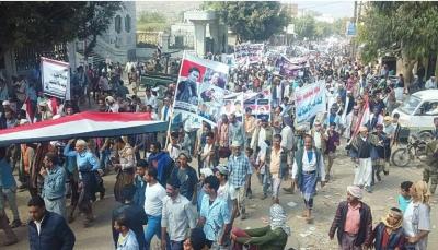 التربة: مظاهرة حاشدة تطالب برفع الاستحداثات والقبض على المطلوبين أمنيا