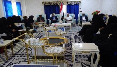 """وزير الداخلية يتعهد بوضع خطة أمنية لتفعيل الدوريات الراجلة في """"المهرة"""""""