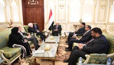"""الرئيس هادي لـ""""غريفيت"""": نريد سلاماً مُستداماً بعيداً عن الحلول الترقيعية وترحيل الأزمات"""