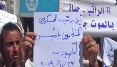 منقطعة منذ 4 سنوات.. عشرات الجنود المنضمين للجيش بتعز يطالبون بصرف رواتبهم