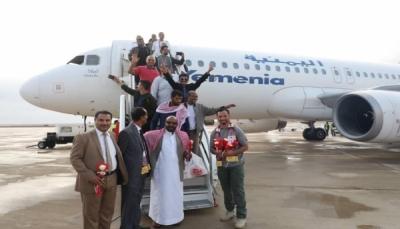 """استقبل رحلة واحدة فقط.. القوات الإماراتية تعاود تعطيل مطار """"الريان"""" في حضرموت"""