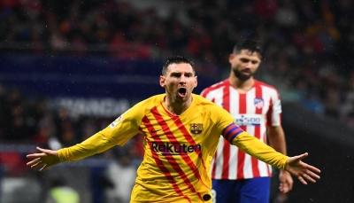 ميسي يقهر اتلتيكو مدريد ويقود برشلونة لإستعادة الصدارة
