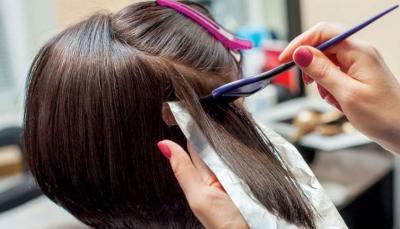 تسبب السرطان.. دراسة تحذر النساء من صبغات الشعر
