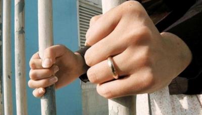 سجن امرأة بسبب الكذب في السيرة الذاتية