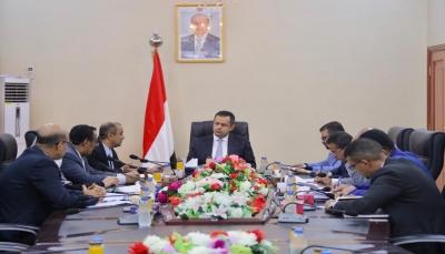الحكومة ترحب بالعقوبات الأمريكية على شركات تهريب السلاح للحوثيين