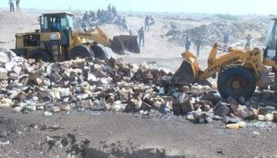 الحديدة: اتلاف عشرات الأطنان من مواد الاغاثة التابعة للغذاء العالمي (صور)