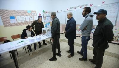 الجزائر: احتجاجات وتكسير لصناديق الانتخابات والرئيس المعزول بوتفليقة يدلي بصوته