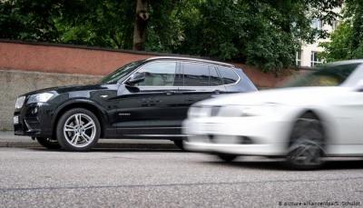 بحركة بطولية.. معلم سياقة يضحي بسيارته لإنقاذ حياة سائق