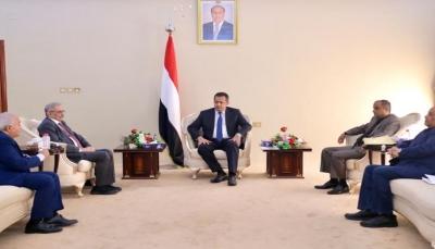 رئيس الحكومة: منع الحوثيين تداول العملة يستهدف الإقتصاد الوطني ويهدد الأمن القومي