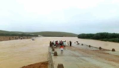 سقطرى: السيول تحاصر المدنيين بمنازلهم وفقدان 6 أشخاص وتدمير شبه كامل للطرقات