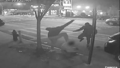 بسبب دولار واحد.. ضرب رجل حتى الموت (فيديو)