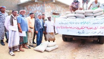 سقطرى: توزيع التعويضات الحكومية للمتضررين من الاعصار