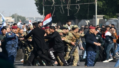 """عقب تهديدات الإنتقام.. متظاهرو العراق يهتفون """"لا للاحتلالين الأميركي والإيراني"""""""
