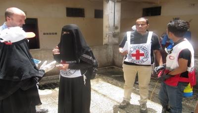 بعثة الصليب الأحمر تعاود عملها في الحديدة بعد يومين من اعتداء الحوثيين على مقرها