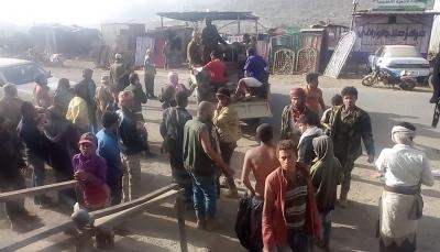 قتلى وجرحى في صفوف قوات الجيش بقصف حوثي على معسكر بالضالع